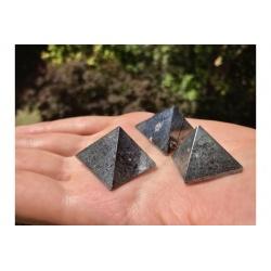 Pyramide d'hématite