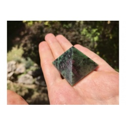 Pyramid ruby ​​zoisite