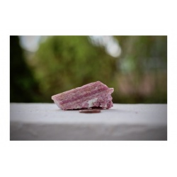 morceau de tourmaline rose
