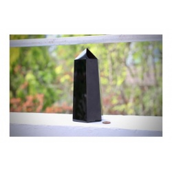 grande obélisque obsidienne noire