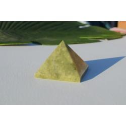 Pyramide de vésuvianite (grande)