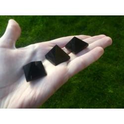 Small Obsidian pyramid (2.5cm)