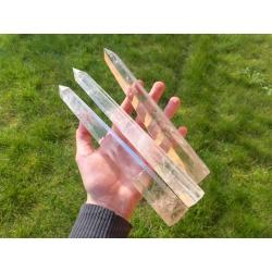 Fine et longue obélisque de quartz